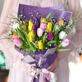 21-raznocvetnyj-tyulpan-na-8-marta